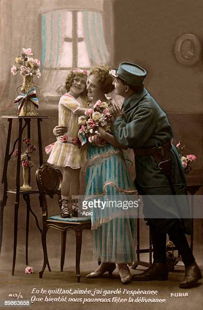 French soldier on leave with his wife and daughter, french postcard, 1914-1918