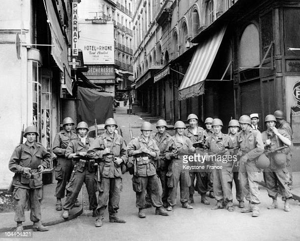 French soldiers block off access from Vialtar street to Lyre street in Algiers 6000 soldiers and 1500 policemen undertake a vast police operation...