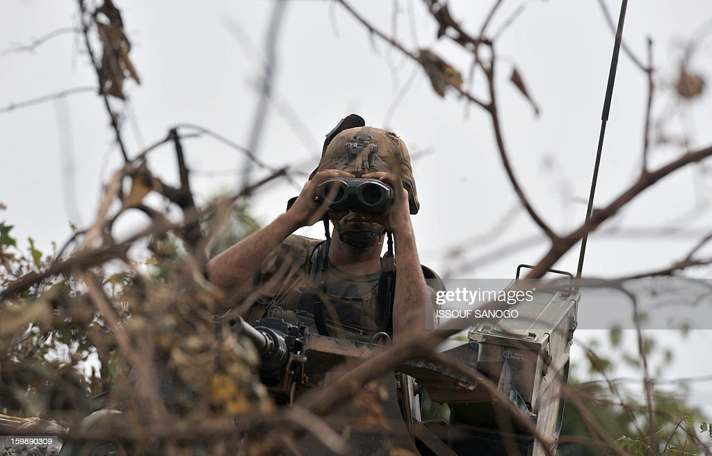 French soldiers deployed in Diabaly keep watch at the forward position near Diabaly on January 22, 2013. Italy said Tuesday it will send three planes to Mali to help support French and Malian troops battling Islamist rebels after parliament gave the green light for a two- to three-month logistical mission.