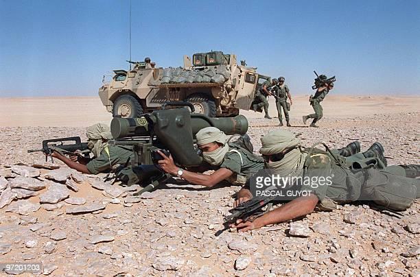 French soldiers from the Foreign Legion Infantry regiment of Nimes aim 03 November 1990 in the Saudi desert near Hafr alBaten an antitank missile...