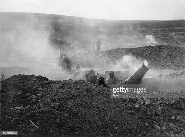 French soldiers in trench with big gun ww1