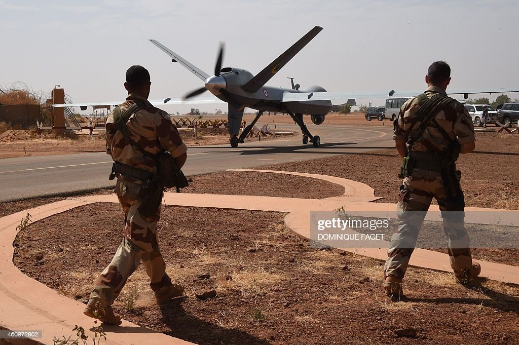 NIGER-FRANCE-IS-DEFENCE : News Photo