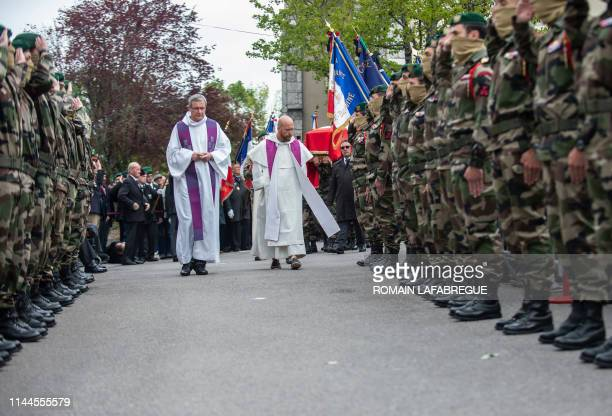 French soldiers of the Commando Hubert attend the funeral ceremony of Alain Bertoncello on May 18 2019 in MontagnylesLanches eastern France French...