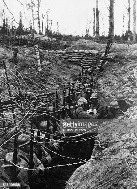 French soldiers wait in their trenches at the Western Front during the First World War