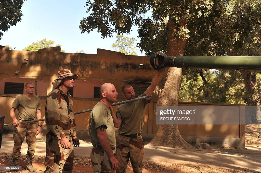 French soldiers work around a tank on January 20, 2013 in the city of Niono, about 350 kms (220 miles) northeast of the capital Bamako and 60 kms south of Diabaly, which was seized on January 14 by Islamists and then heavily bombed by French warplanes. A spokesman for the French military operation codenamed Serval said on January 20 that French forces were advancing towards Mali's Islamist-held north after taking up positions in the towns of Niono and Sevare. SANOGO
