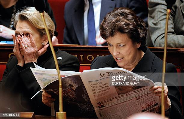 French Solidarity and Social Cohesion Minister Roselyne Bachelot reads Le Monde newspaper next to Foreign Affairs minister Michele AlliotMarie the...
