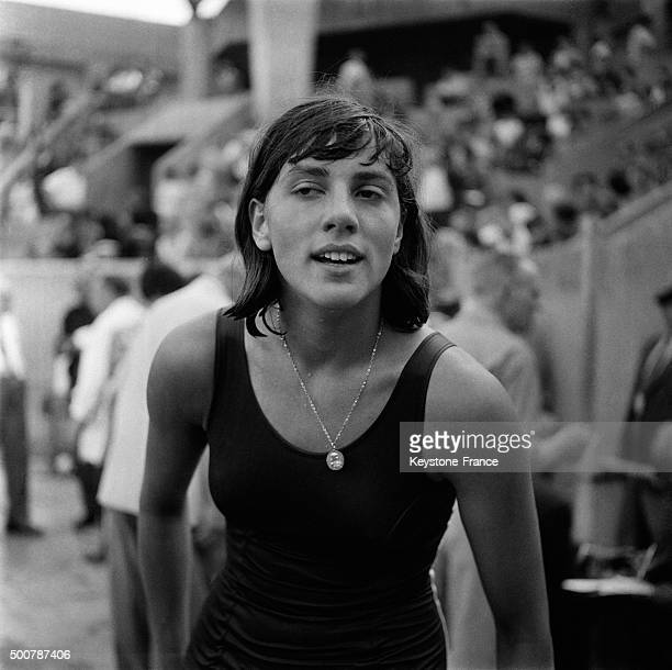 French swimmer Christine Caron established today a new record in 100 meters backstroke at Georges Vallerey's swimming pool in 1 minute 9 seconds 6 on...