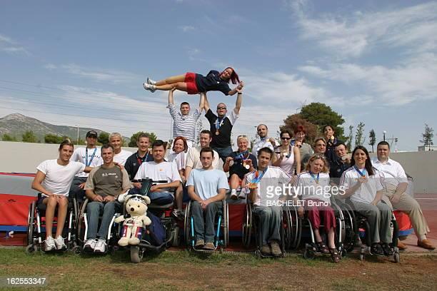 French Team Of Athens Paralympic Games Photo de groupes des sportifs vainqueurs aux Jeux paralympiques d'ATHENES 2004 avec Cyril MORE et ses trois...