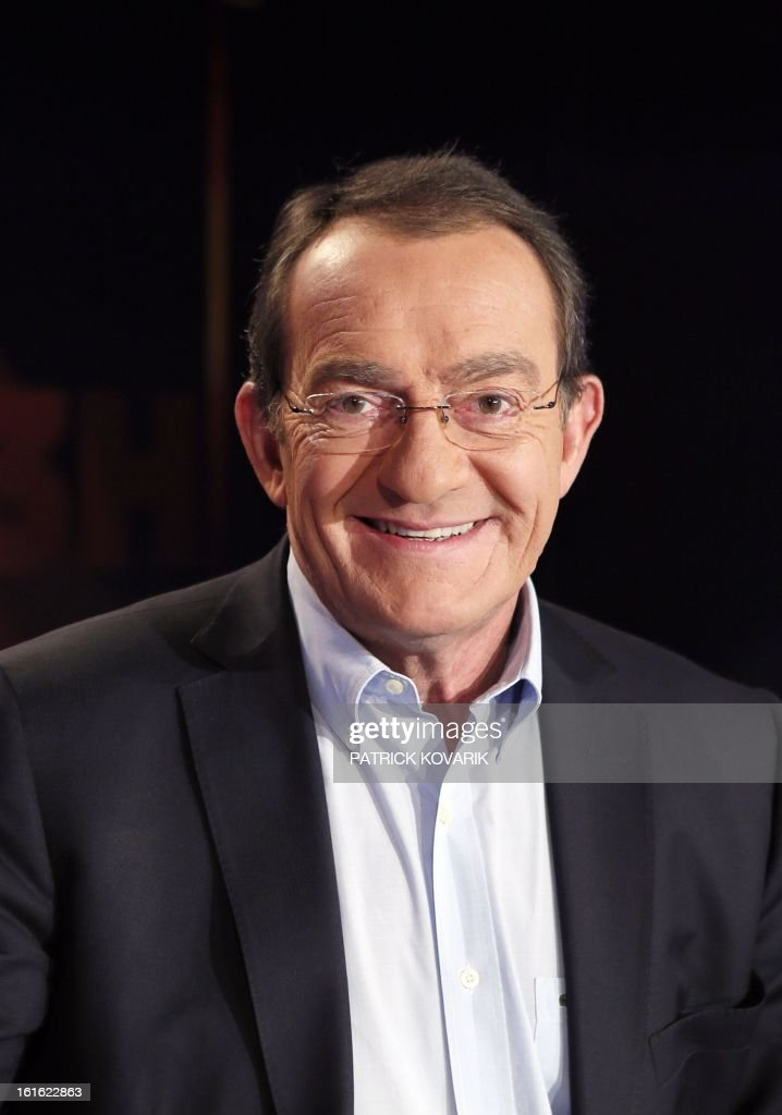 French TF1 Television national channel anchorman Jean-Pierre Pernaut poses on his studio set on February 13, 2013 in Paris. AFP PHOTO / PATRICK KOVARIK / AFP PHOTO / Patrick KOVARIK