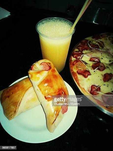 french toast and pizza served with drink on table - filho fotografías e imágenes de stock