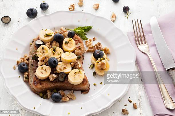 french toast with bananas - carolafink stock-fotos und bilder