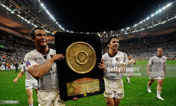 "French Toulouse's captain and flanker Thierry Dusautoir and French Toulouse's fullback Clement Poitrenaud celebrate as they pose with the ""Bouclier..."