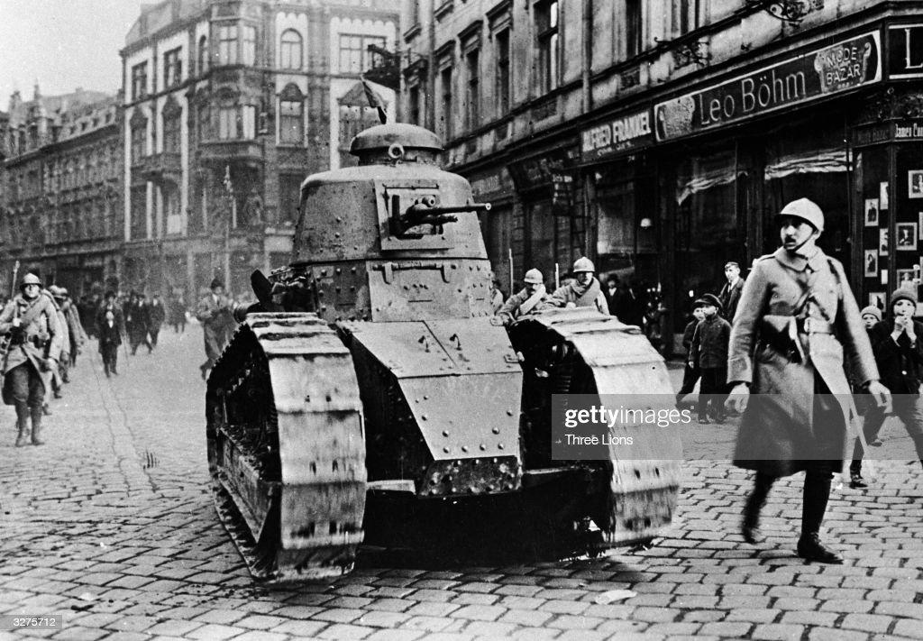 French Tanks : News Photo