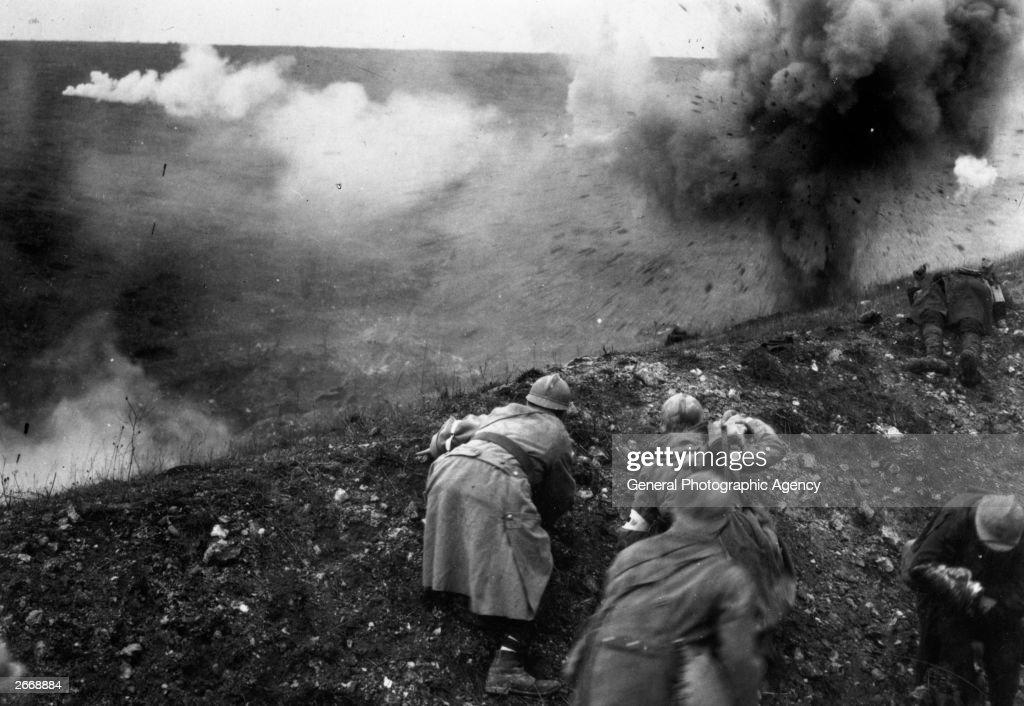 Bombardment : News Photo