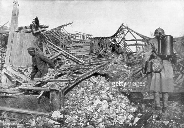 French troops using flamethrowers to flush out Germans from their shelters Cantigny France 1918 French flamethrower teams supported the attack by the...