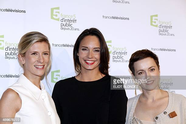 French TV hosts Helene Gateau Julia Vignali and Sophie Jovillard pose on November 27 2014 in Paris during the celebrations of the 20th anniversary of...