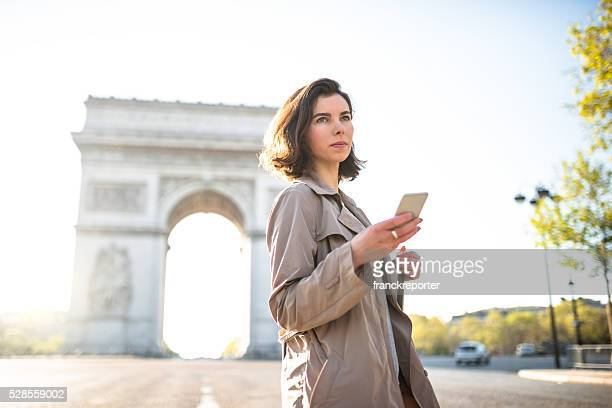 french woman text messaging in Paris