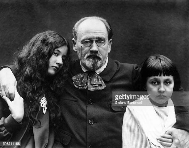 French writer and French journalist Emile Zola in the garden of the VerneuilsurSeine with his children Denise and Jacques