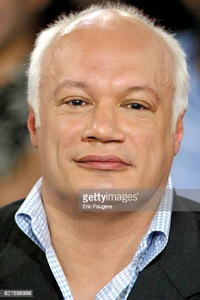 French writer EricEmmanuel Schmidt during the sunday show 'Vivement Dimanche' presented by Michel Drucker who's guest is the French actress Danielle...