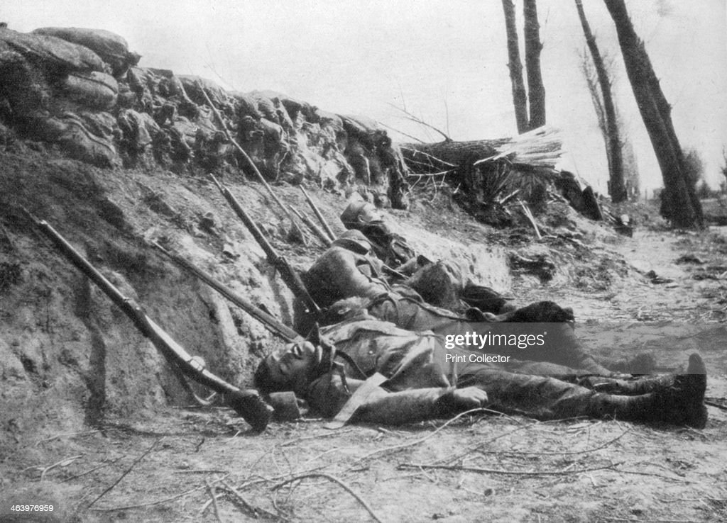French Zouave infantry killed by gas, Second Battle of Ypres, Belgium, 22 April 1915, (1929). : Photo d'actualité