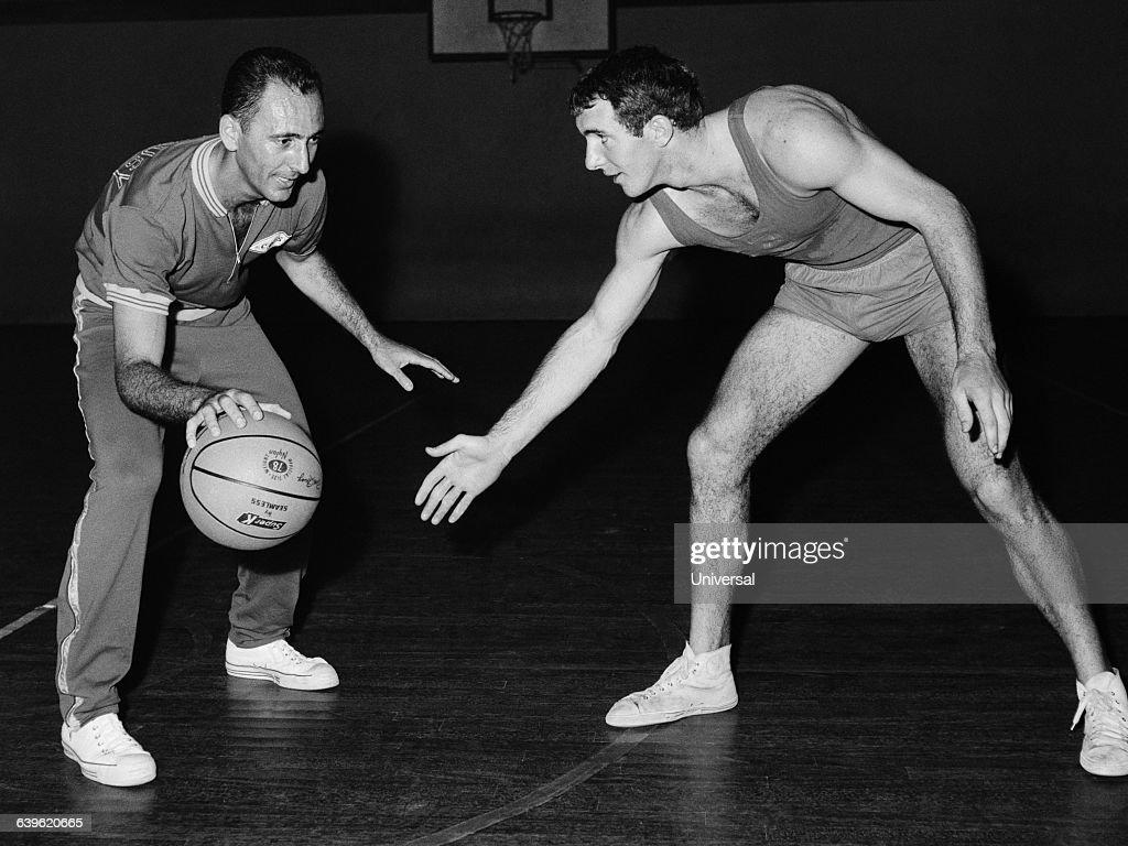 Basketball - Bob Cousy : News Photo