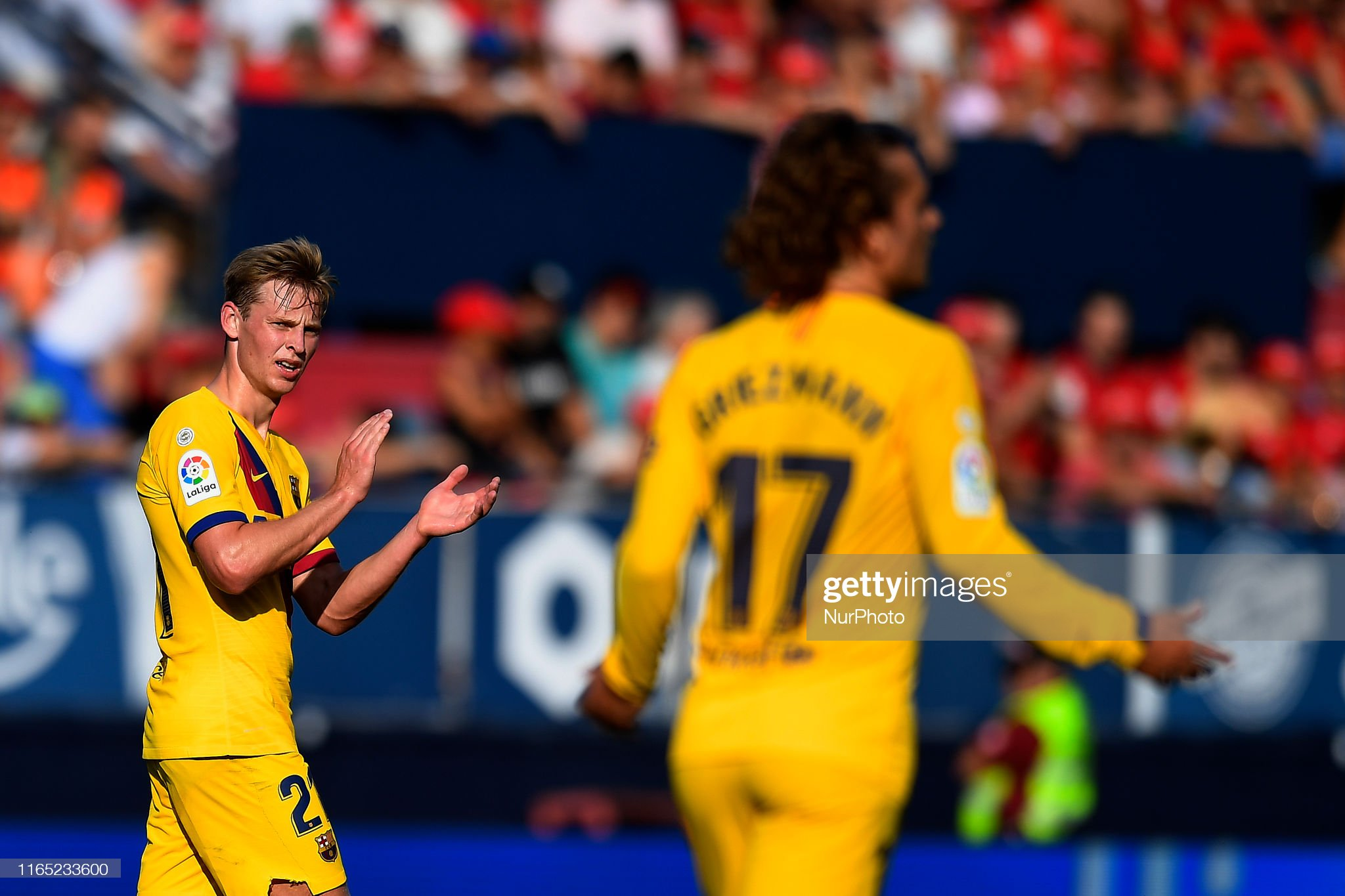 صور مباراة : أوساسونا - برشلونة 2-2 ( 31-08-2019 )  Frenkie-de-jong-applauds-antoine-griezmann-of-barcelona-during-the-picture-id1165233600?s=2048x2048