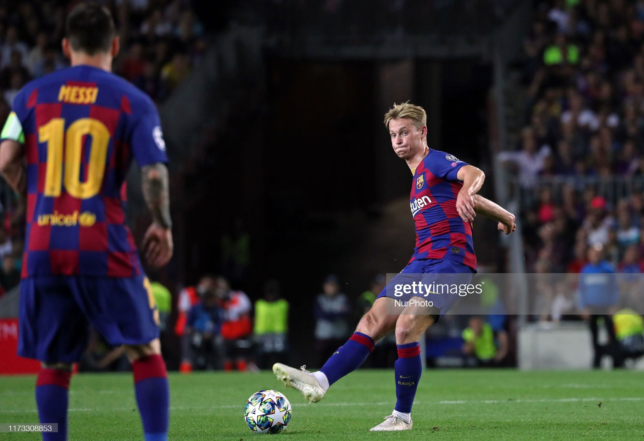 صور مباراة : برشلونة - إنتر 2-1 ( 02-10-2019 )  Frenkie-de-jong-during-the-match-between-fc-barcelona-between-inter-picture-id1173308853?s=2048x2048