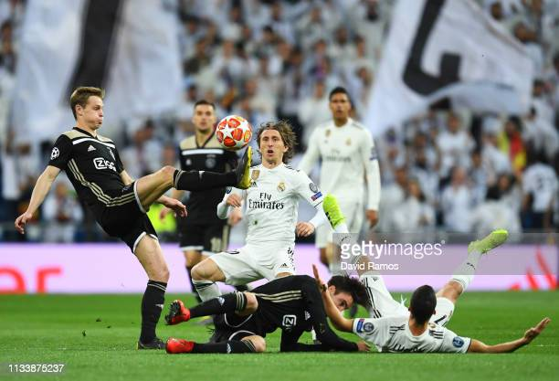 Frenkie de Jong of Ajax controls the ball from Luka Modric of Real Madrid during the UEFA Champions League Round of 16 Second Leg match between Real...