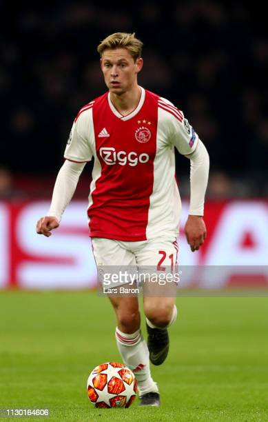 Frenkie de Jong of Amsterdam runs with the ball during the UEFA Champions League Round of 16 First Leg match between Ajax and Real Madrid at Johan...