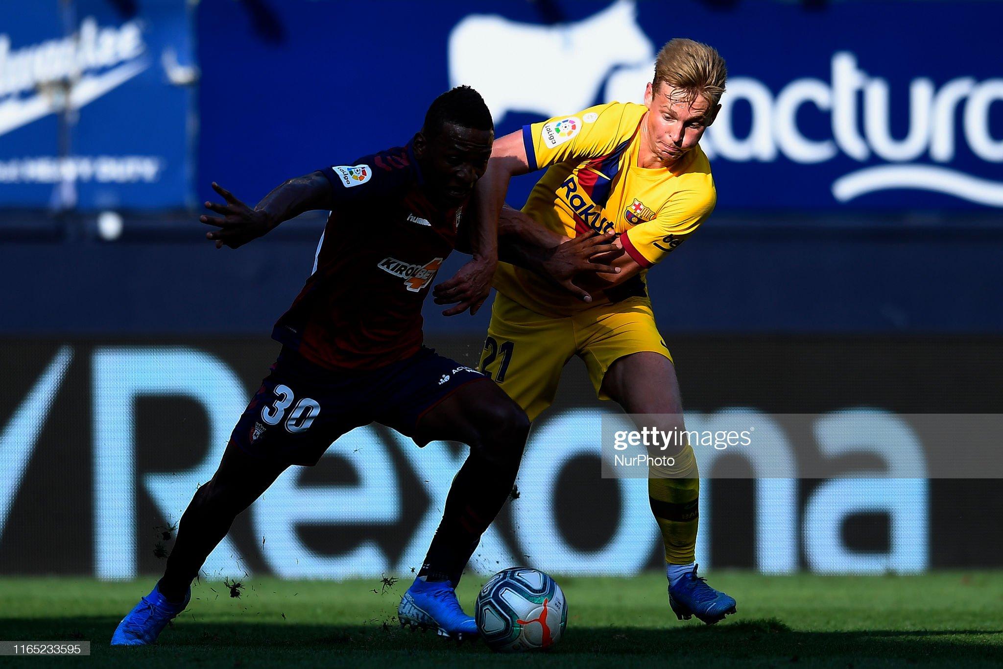 صور مباراة : أوساسونا - برشلونة 2-2 ( 31-08-2019 )  Frenkie-de-jong-of-barcelona-and-pervis-estupinan-of-osasuna-competes-picture-id1165233595?s=2048x2048