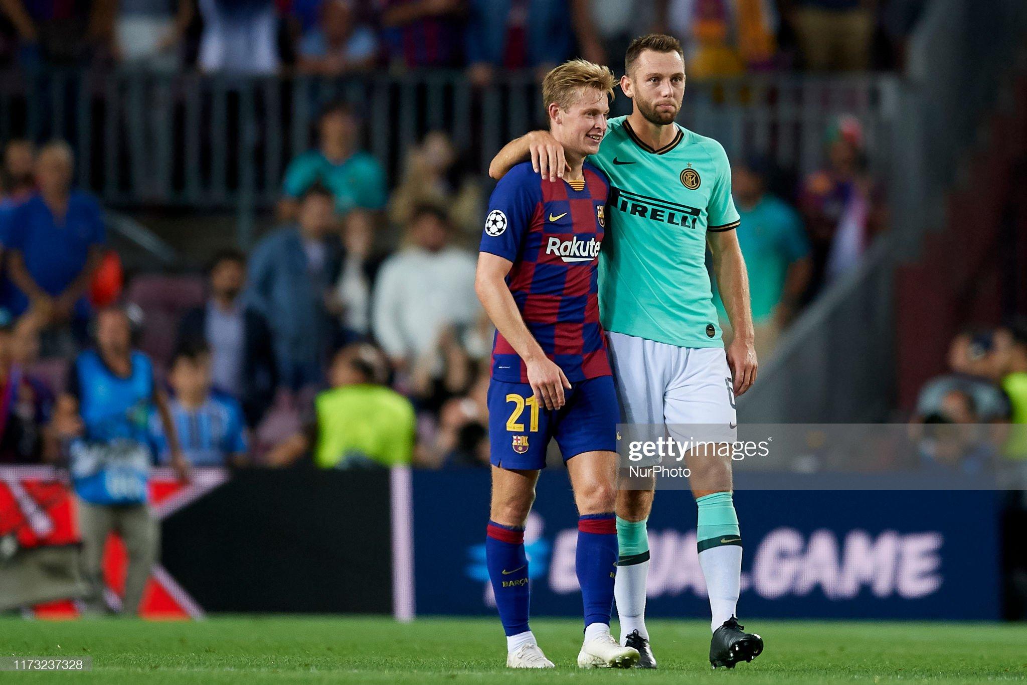 صور مباراة : برشلونة - إنتر 2-1 ( 02-10-2019 )  Frenkie-de-jong-of-barcelona-and-stefan-de-vrij-of-inter-of-milan-picture-id1173237328?s=2048x2048