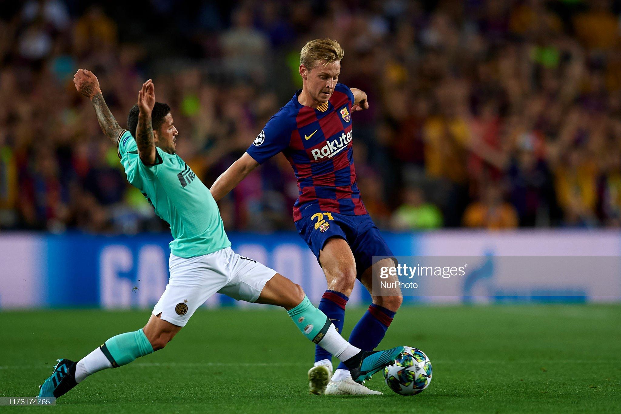 صور مباراة : برشلونة - إنتر 2-1 ( 02-10-2019 )  Frenkie-de-jong-of-barcelona-and-stefano-sensi-of-inter-of-milan-for-picture-id1173174765?s=2048x2048