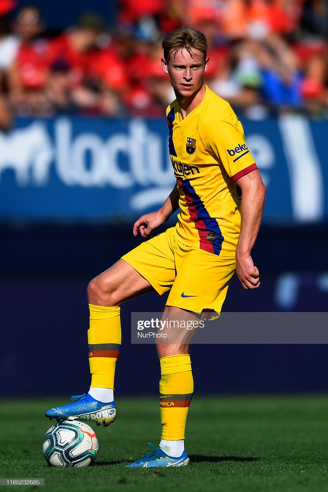 صور مباراة : أوساسونا - برشلونة 2-2 ( 31-08-2019 )  Frenkie-de-jong-of-barcelona-controls-the-ball-during-the-liga-match-picture-id1165232685?s=2048x2048