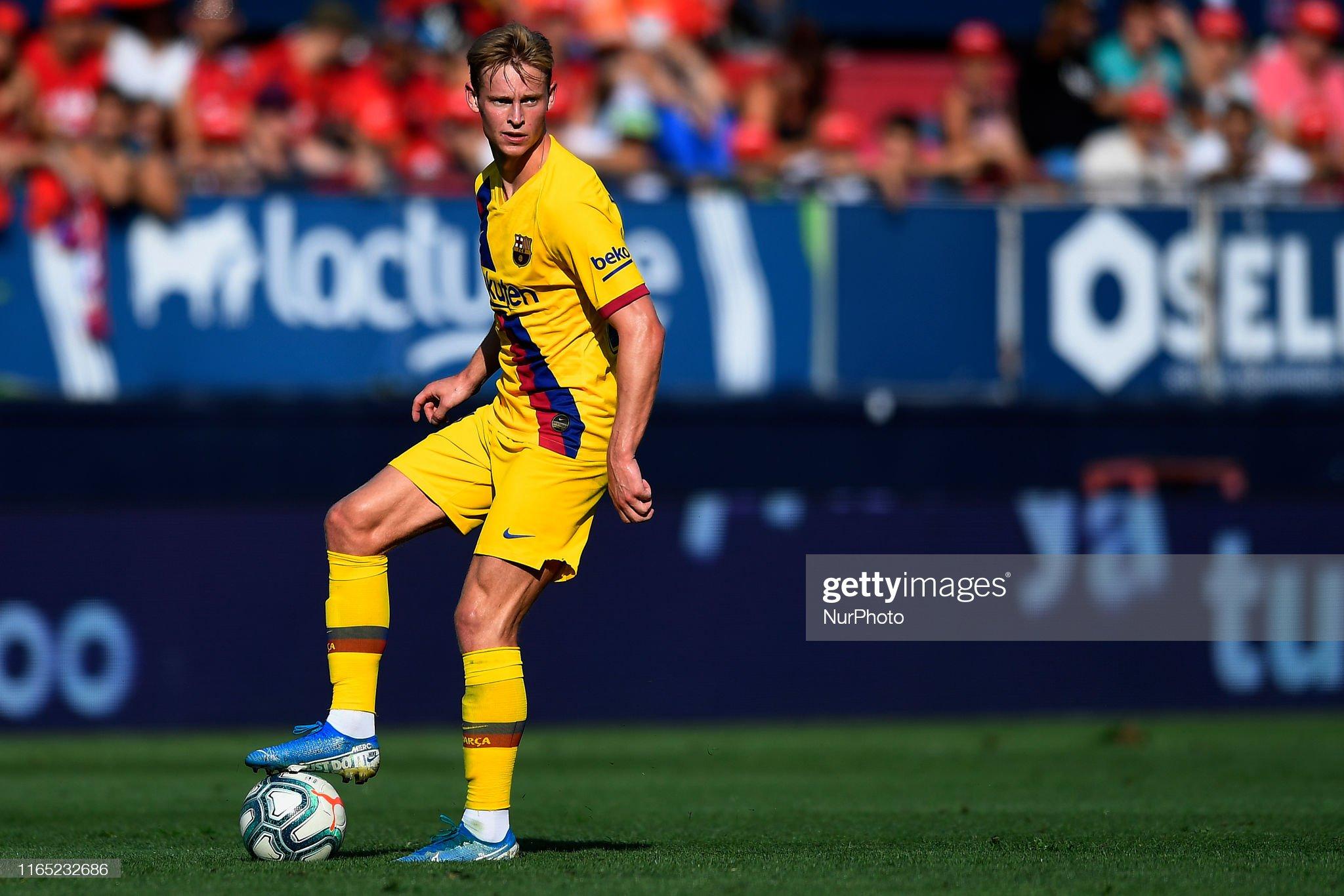 صور مباراة : أوساسونا - برشلونة 2-2 ( 31-08-2019 )  Frenkie-de-jong-of-barcelona-controls-the-ball-during-the-liga-match-picture-id1165232686?s=2048x2048