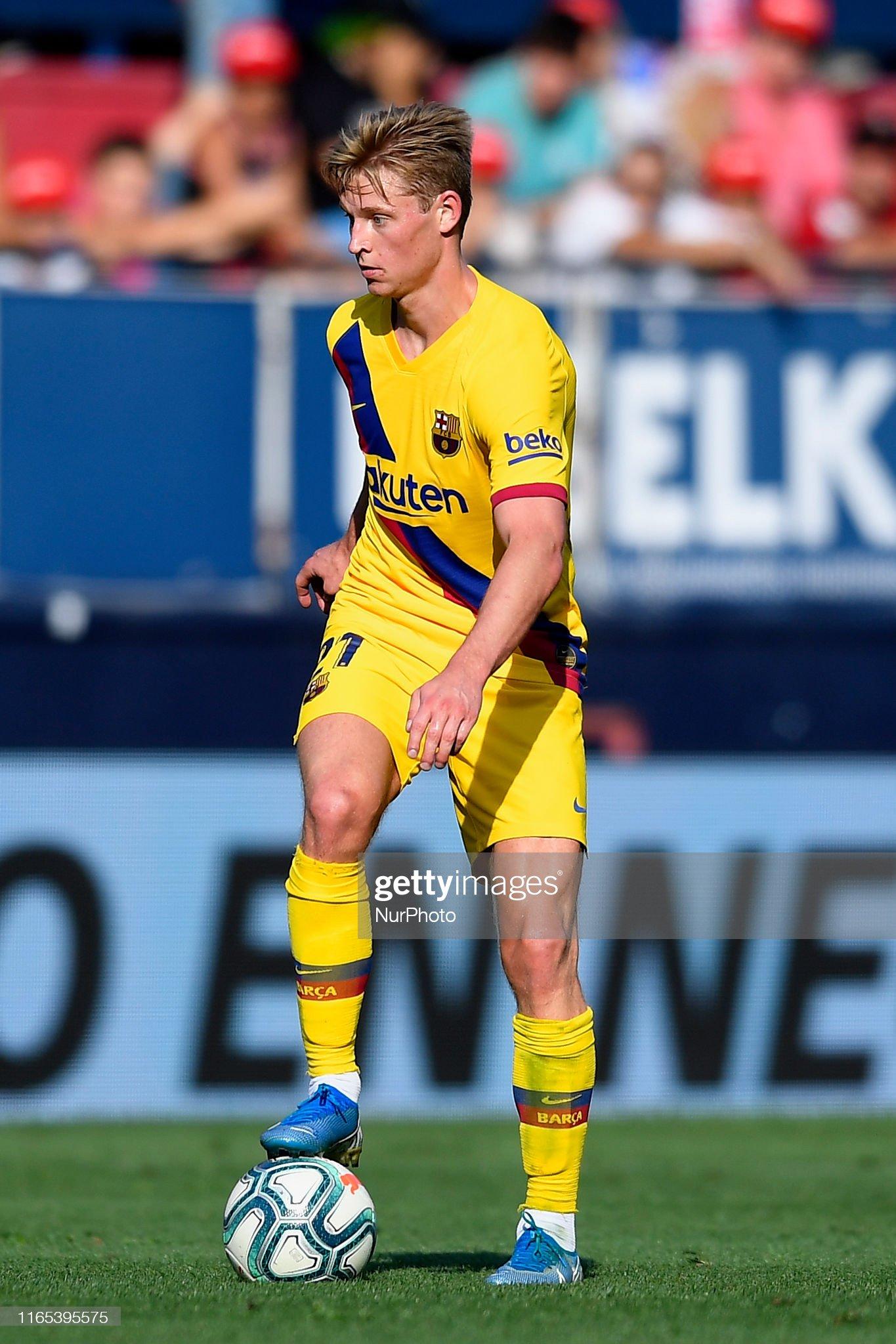 صور مباراة : أوساسونا - برشلونة 2-2 ( 31-08-2019 )  Frenkie-de-jong-of-barcelona-controls-the-ball-during-the-liga-match-picture-id1165395575?s=2048x2048