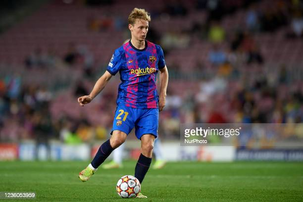 Frenkie de Jong of Barcelona does passed during the UEFA Champions League group E match between FC Barcelona and Dinamo Kiev at Camp Nou on October...