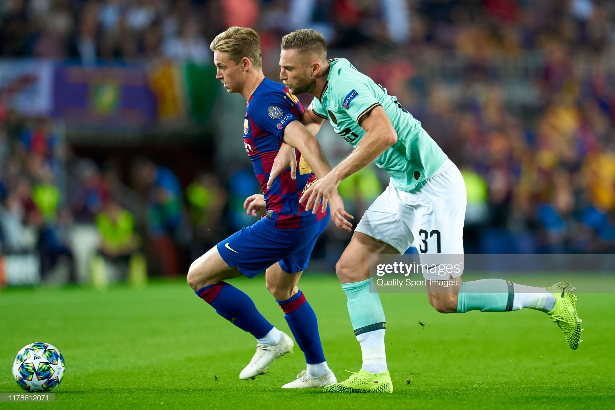 صور مباراة : برشلونة - إنتر 2-1 ( 02-10-2019 )  Frenkie-de-jong-of-fc-barcelona-competes-for-the-ball-with-milan-of-picture-id1178612071?s=2048x2048