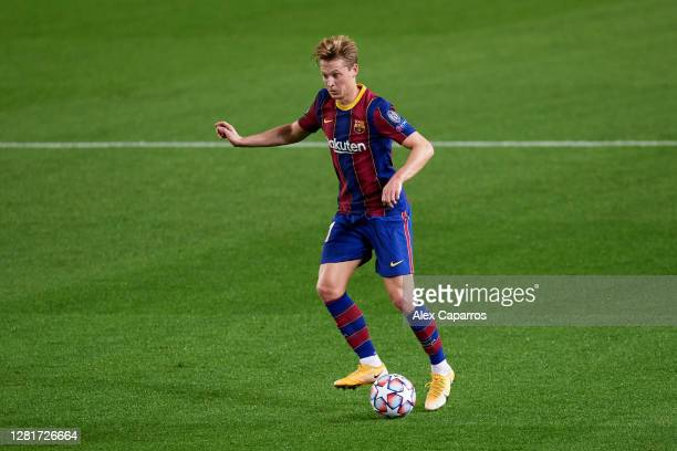 Frenkie De Jong of FC Barcelona controls the ball during the UEFA Champions League Group G stage match between FC Barcelona and Ferencvaros Budapest...