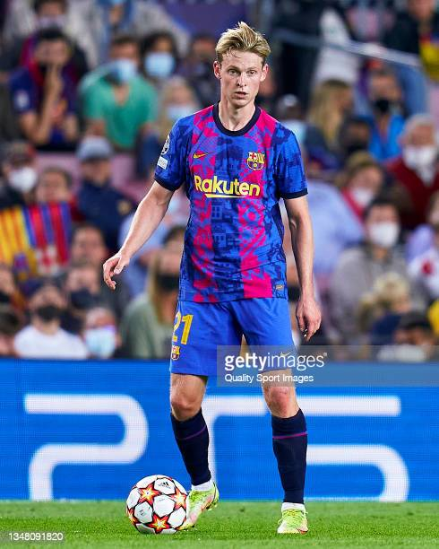 Frenkie De Jong of FC Barcelona controls the ball during the UEFA Champions League group E match between FC Barcelona and Dinamo Kiev at Camp Nou on...