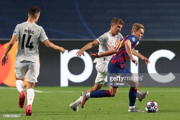 Frenkie de Jong of FC Barcelona is challenged by Thomas Mueller of Muenchen during the UEFA Champions League Quarter Final match between Barcelona...