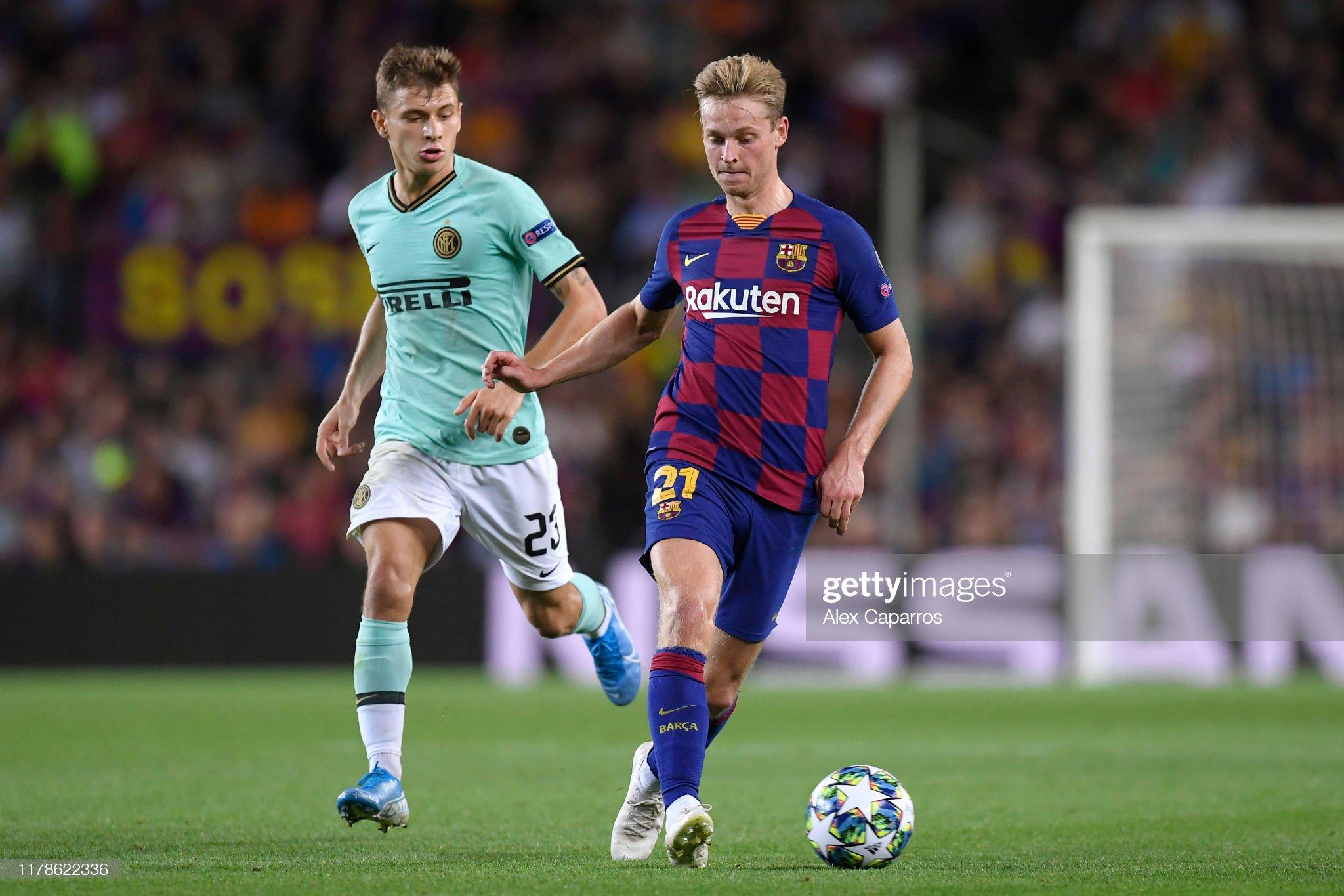 صور مباراة : برشلونة - إنتر 2-1 ( 02-10-2019 )  Frenkie-de-jong-of-fc-barcelona-is-closed-down-by-nicolo-barella-of-picture-id1178622336?s=2048x2048