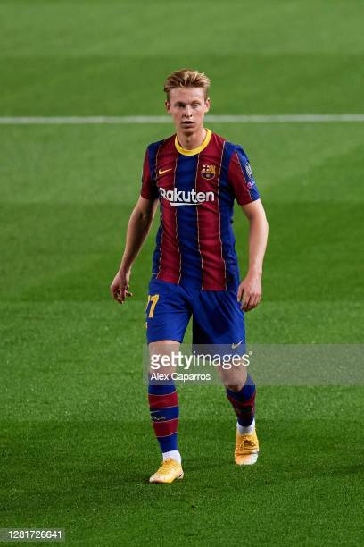 Frenkie De Jong of FC Barcelona looks on during the UEFA Champions League Group G stage match between FC Barcelona and Ferencvaros Budapest at Camp...