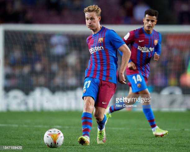 Frenkie De Jong of FC Barcelona passes the ball during the LaLiga Santander match between FC Barcelona and Valencia CF at Camp Nou on October 17,...