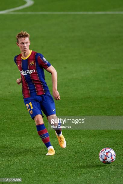 Frenkie De Jong of FC Barcelona plays the ball during the UEFA Champions League Group G stage match between FC Barcelona and Ferencvaros Budapest at...