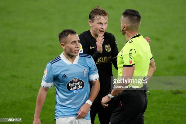 Frenkie de Jong of FC Barcelona referee Del Cerro Grande during the La Liga Santander match between Celta de Vigo v FC Barcelona at the Estadio de...