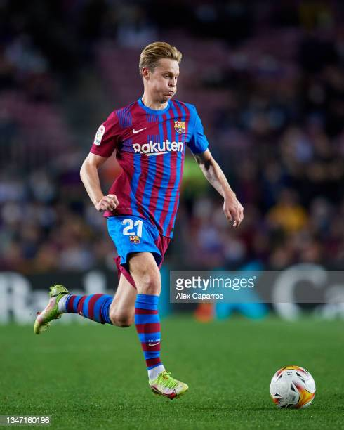 Frenkie De Jong of FC Barcelona runs with the ball during the LaLiga Santander match between FC Barcelona and Valencia CF at Camp Nou on October 17,...