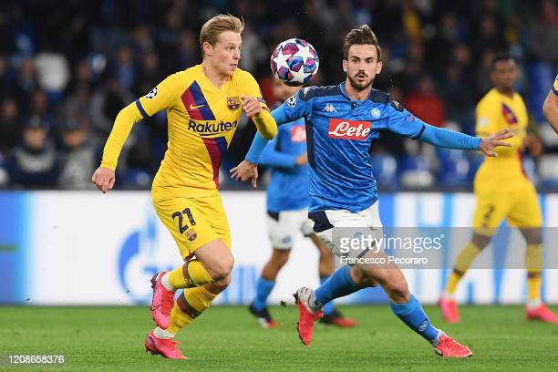 Frenkie de Jong of FC Barcelona vies with Fabian Ruiz of SSC Napoli during the UEFA Champions League round of 16 first leg match between SSC Napoli...