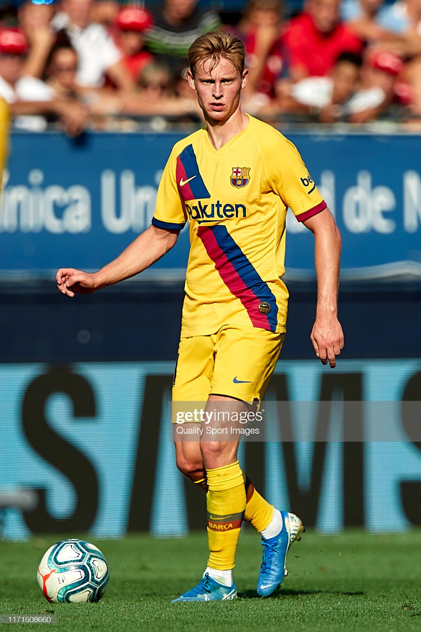 صور مباراة : أوساسونا - برشلونة 2-2 ( 31-08-2019 )  Frenkie-de-jong-of-fc-barcelona-with-the-ball-during-the-liga-match-picture-id1171508660?s=2048x2048