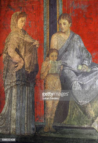 fresco at the villa of the mysteries in pompeii - pompeya fotografías e imágenes de stock