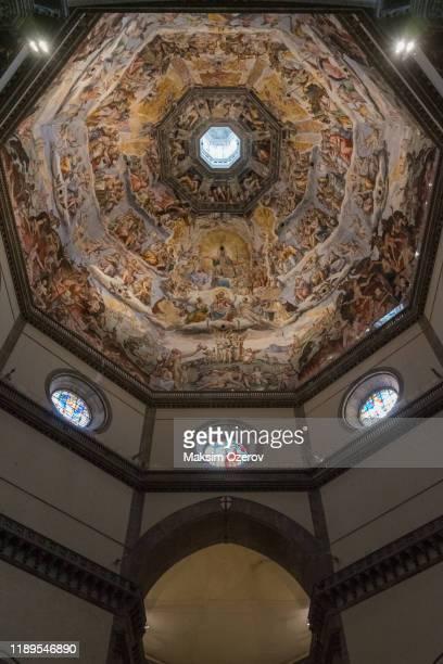 fresco paintings inside florence duomo - cupola foto e immagini stock